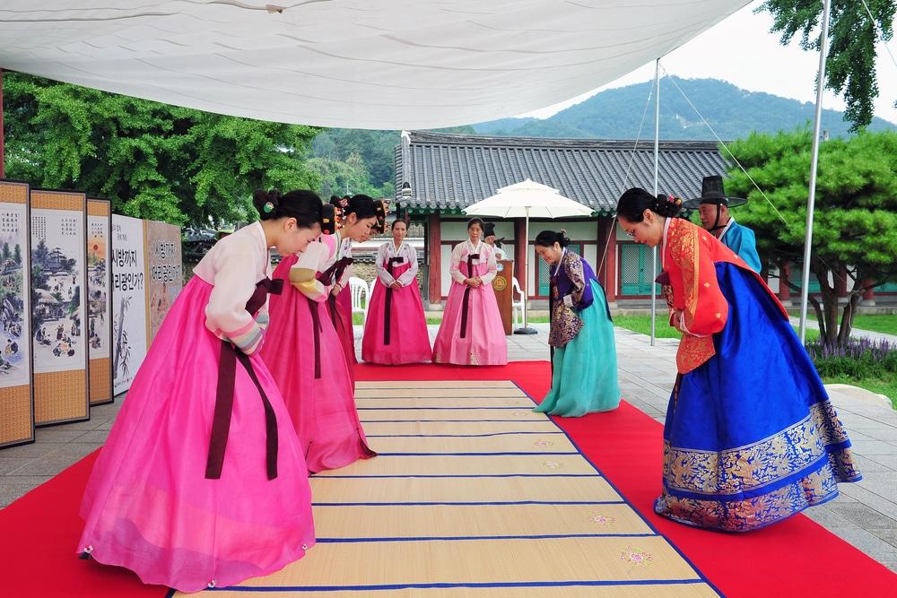 Cérémonie traditionnelle coréenne en hanbok Corée du Sud