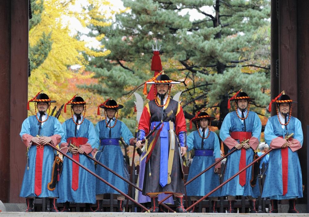 Guardes du palais doksugung Séoul Corée du Sud
